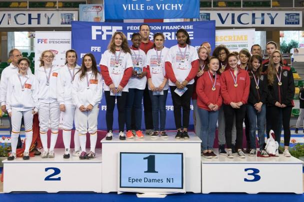 PODIUM-EPEE-DAMES-PAR-EQUIPE-FETE-DES-JEUNES-DE-VICHY-2ème-en-N-1-notre-équipe-du-Languedoc-Roussillon